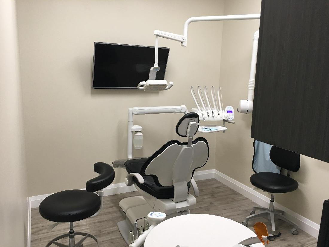 Dental chair in office | Toronto Lakeshore Dental